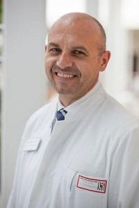 Priv.-Doz. Dr. Schmadra, Chefarzt der Gefäßchirugie in der Herz- und Gefäß-Klinik Bad Neustadt