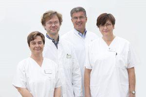 MS-Nurse Angela Götz-Jackman mit Oberarzt Stefan Schlesinger (beide links)